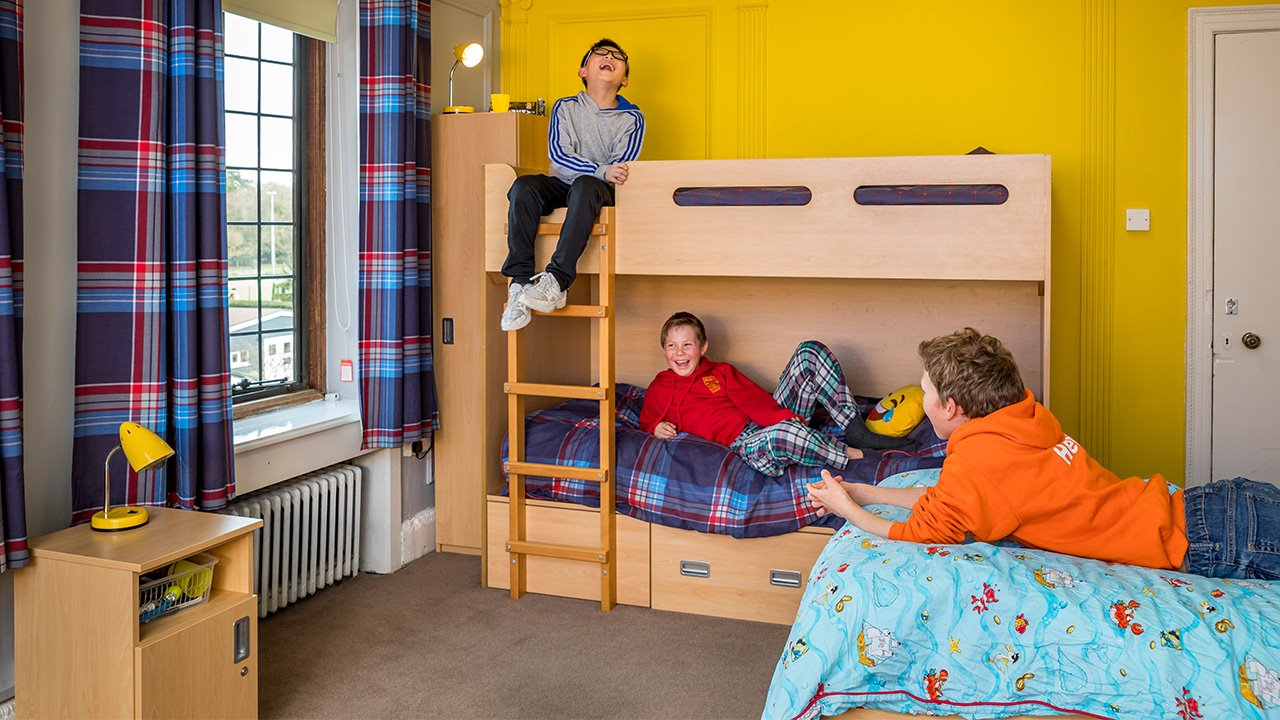Boarding-at-Handcross-Park-boys-room.jpg